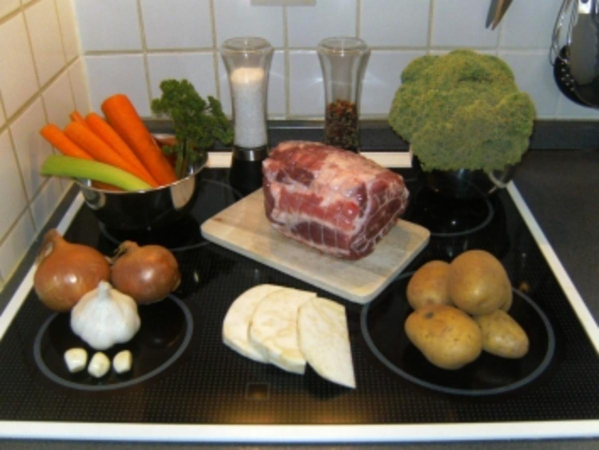 schweinebraten f r anf nger mit broccoli und kartoffeln. Black Bedroom Furniture Sets. Home Design Ideas