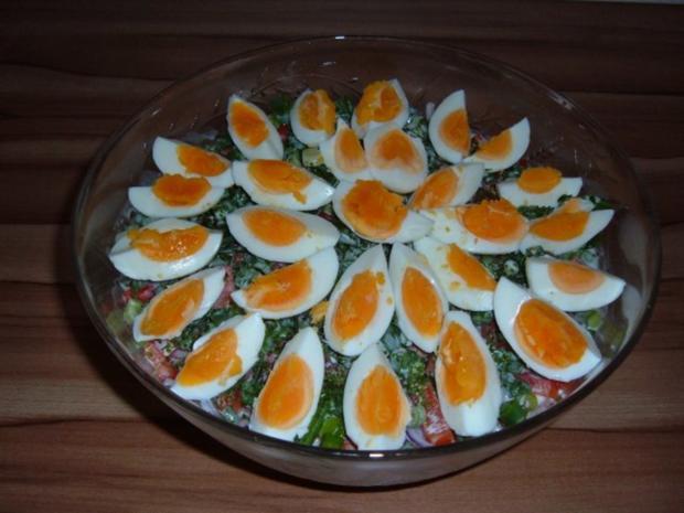 salate schichtsalat mit joghurt dressing rezept. Black Bedroom Furniture Sets. Home Design Ideas