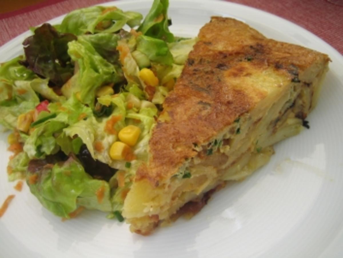 kartoffelkuchen kann als beilage dienen oder als hauptgericht mit einem bunten salat rezept. Black Bedroom Furniture Sets. Home Design Ideas