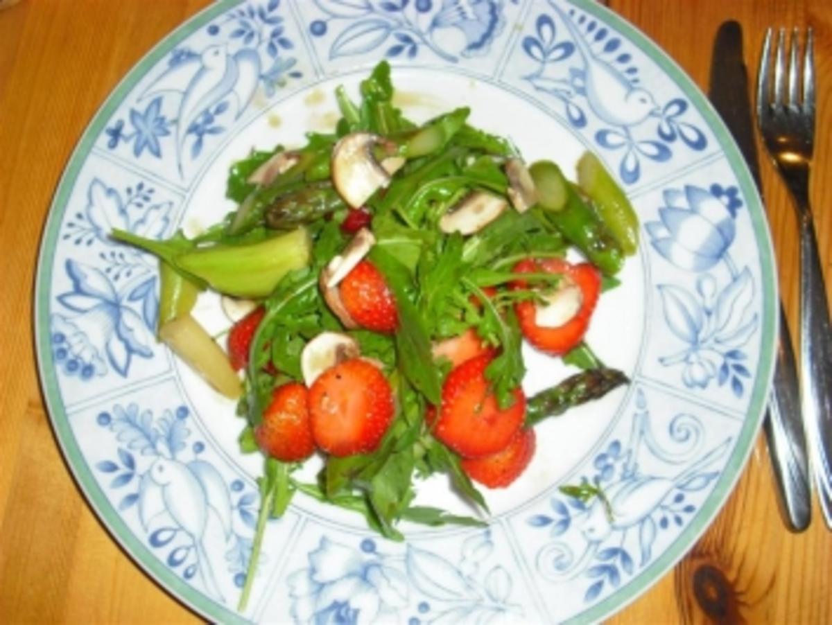 spargel ruccola salat mit erdbeeren rezept. Black Bedroom Furniture Sets. Home Design Ideas