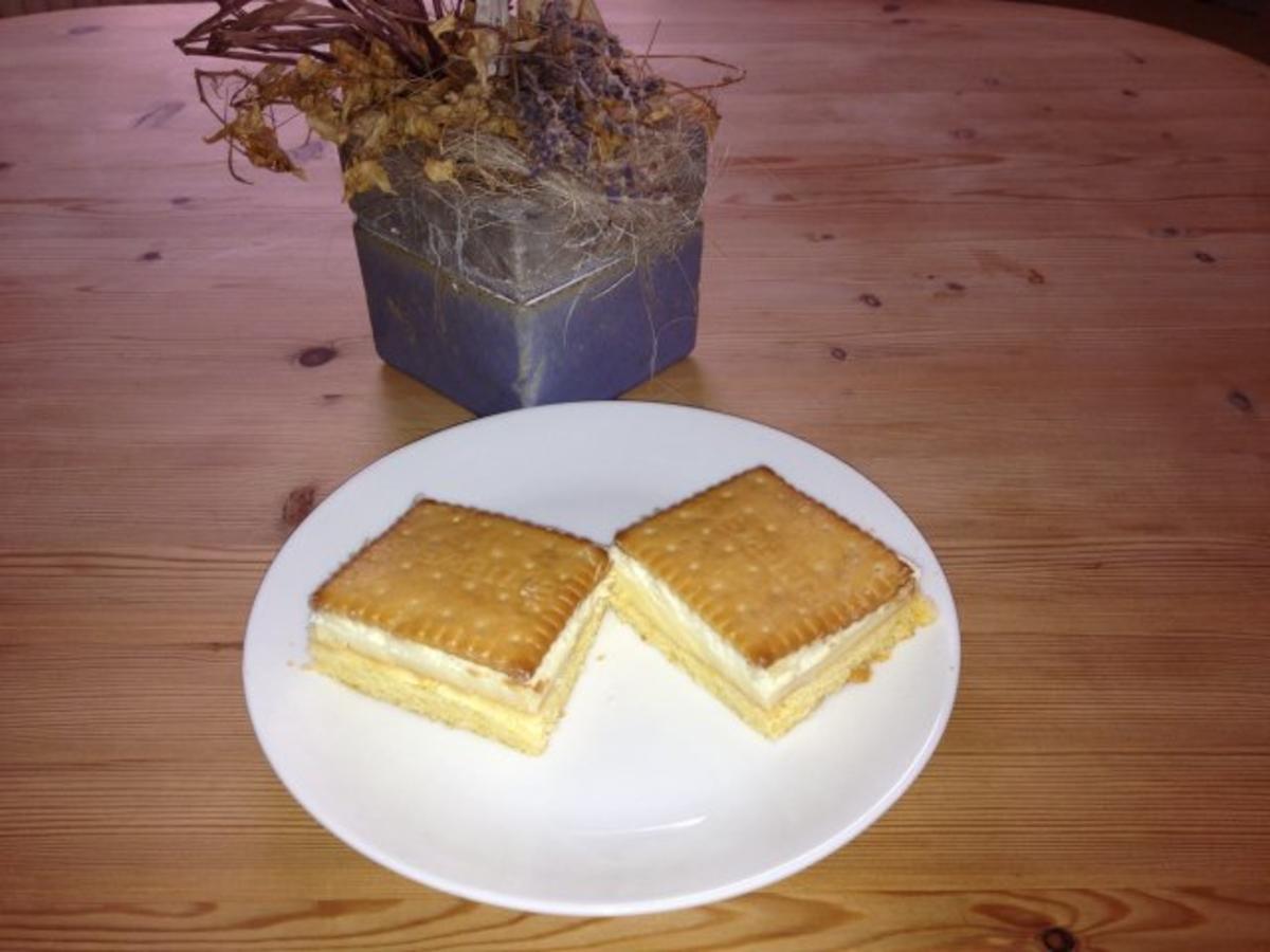 Kuchen mit butterkeksen und schokolade