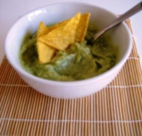 guacamole avocadocreme mit joghurt lecker als dip zum grillen oder einfach zu tortilla chips. Black Bedroom Furniture Sets. Home Design Ideas