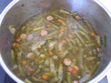 Grüne bohnensuppe mit speck