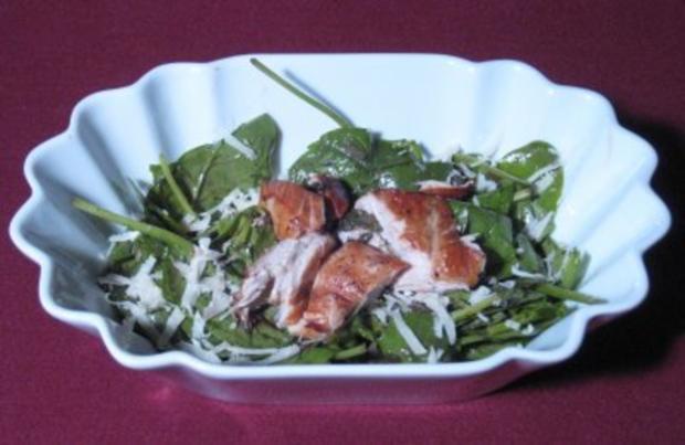 spinat salat mit ger ucherter putenbrust rezept. Black Bedroom Furniture Sets. Home Design Ideas