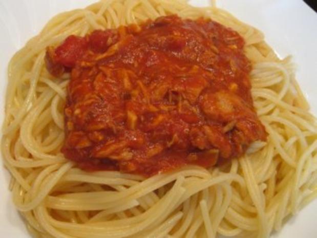 spaghetti a la puttanesca spaghetti mit thunfisch tomatensauce rezept. Black Bedroom Furniture Sets. Home Design Ideas