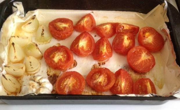 tomatensuppe aus ger steten tomaten mit parmesan rezept mit bild. Black Bedroom Furniture Sets. Home Design Ideas