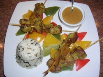 satay-spieße mit erdnusssauce an wildreis und paprikagemüse ... - Indonesien Küche