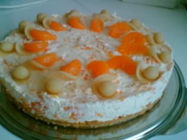 Kuchen mit marzipan und mandarinen
