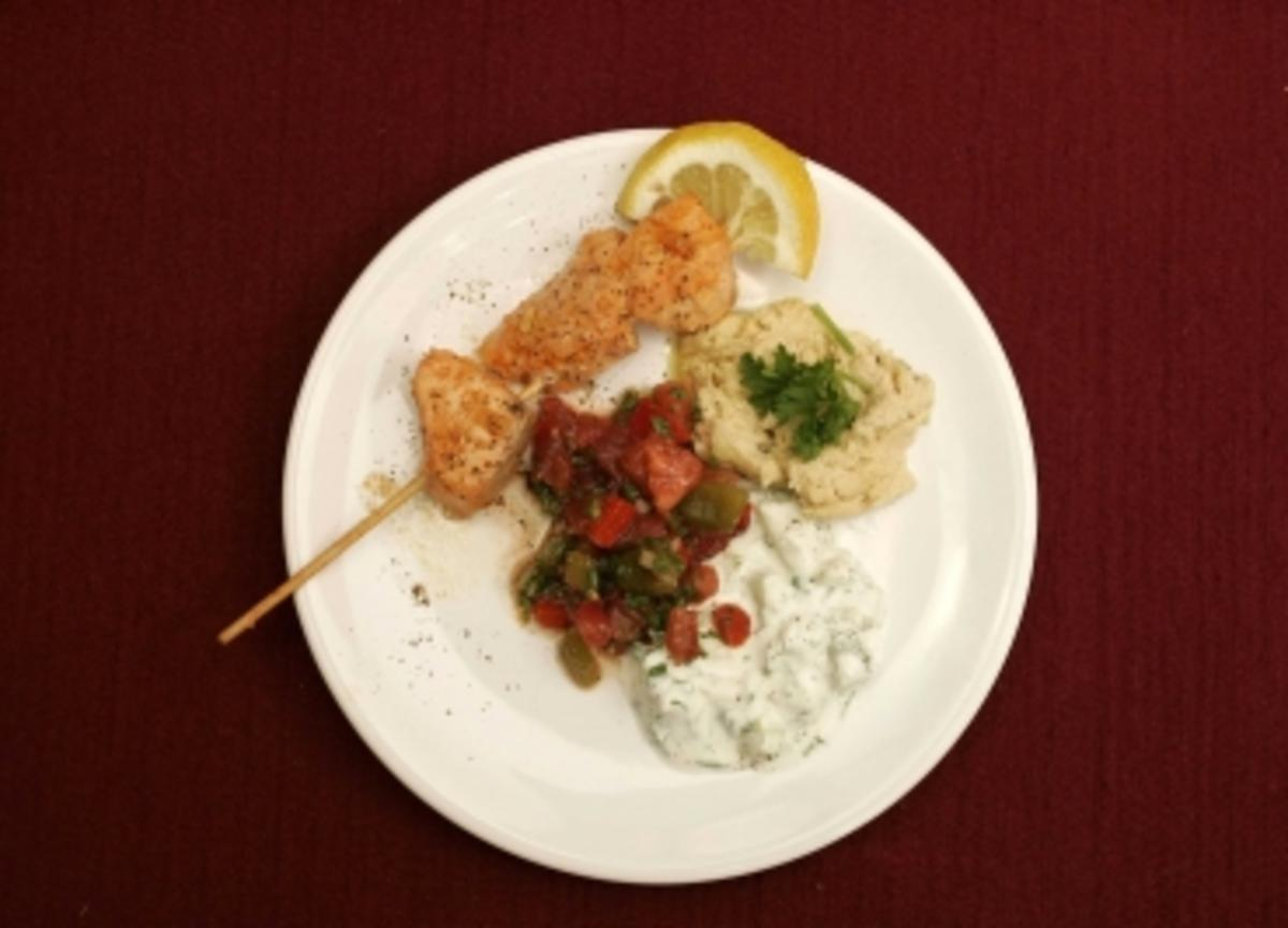 paprika tomaten salat marokkanische lachsspie e joghurt a la arabia gitta saxx rezept. Black Bedroom Furniture Sets. Home Design Ideas