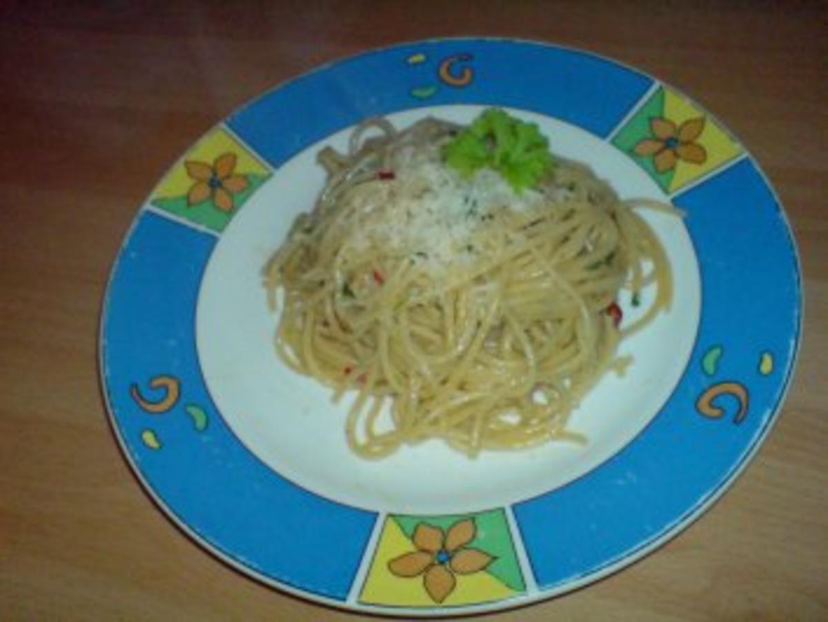 spaghetti mit peperoni knoblauch l rezept. Black Bedroom Furniture Sets. Home Design Ideas