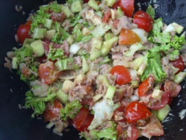 salate gemischter salat mit thunfisch rezept. Black Bedroom Furniture Sets. Home Design Ideas