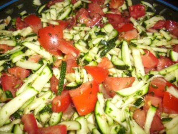 zucchini tomaten salat rezept mit bild. Black Bedroom Furniture Sets. Home Design Ideas
