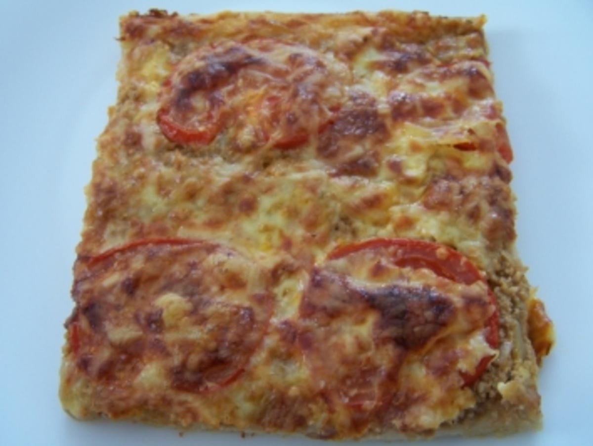 pizza mit hackfleisch und tomaten rezept. Black Bedroom Furniture Sets. Home Design Ideas