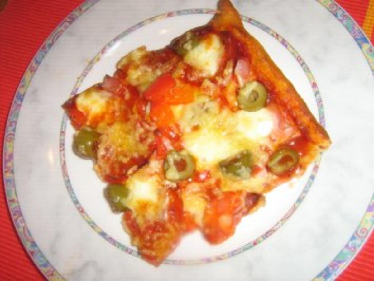 pizza schinken mit chorizo paprika und minimozzarella rezept. Black Bedroom Furniture Sets. Home Design Ideas