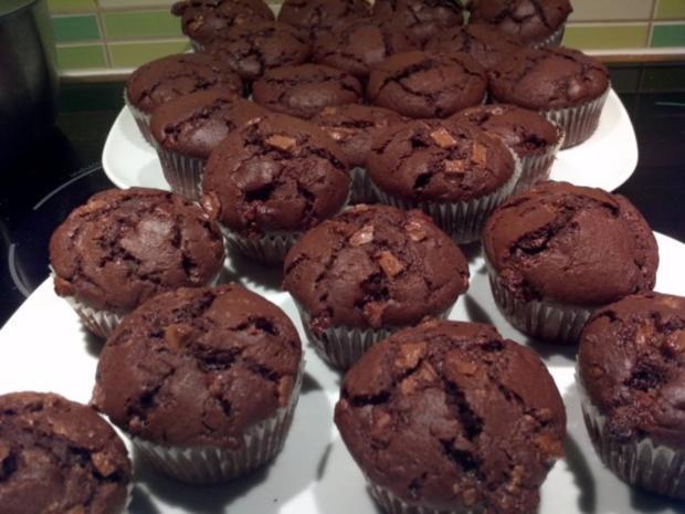 double chocolate muffins mit schokoladen kern rezept. Black Bedroom Furniture Sets. Home Design Ideas