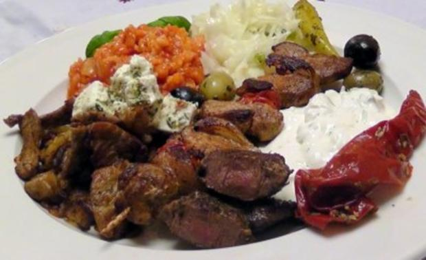 Griechischer grillteller gyros souflaki lammsteak for Griechisch kochen