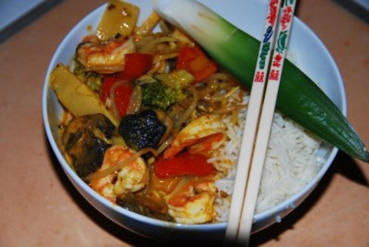 gaeng ped gung rotes thai curry mit garnelen rezept. Black Bedroom Furniture Sets. Home Design Ideas