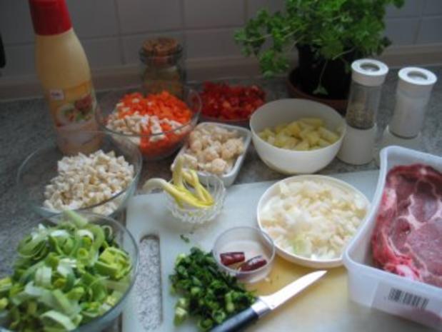 Suppen Eintöpfe Alles Gemüse das noch im Kühlschrank