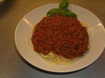 spaghetti bolognese mit rotwein rezepte. Black Bedroom Furniture Sets. Home Design Ideas