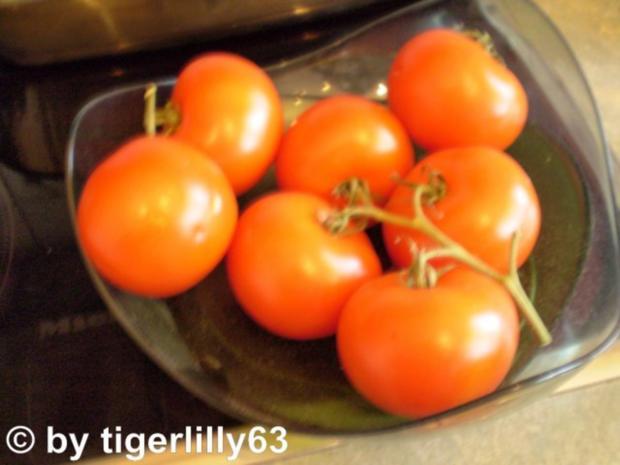 kalte tomatensuppe mit mozzarella croutons rezept. Black Bedroom Furniture Sets. Home Design Ideas