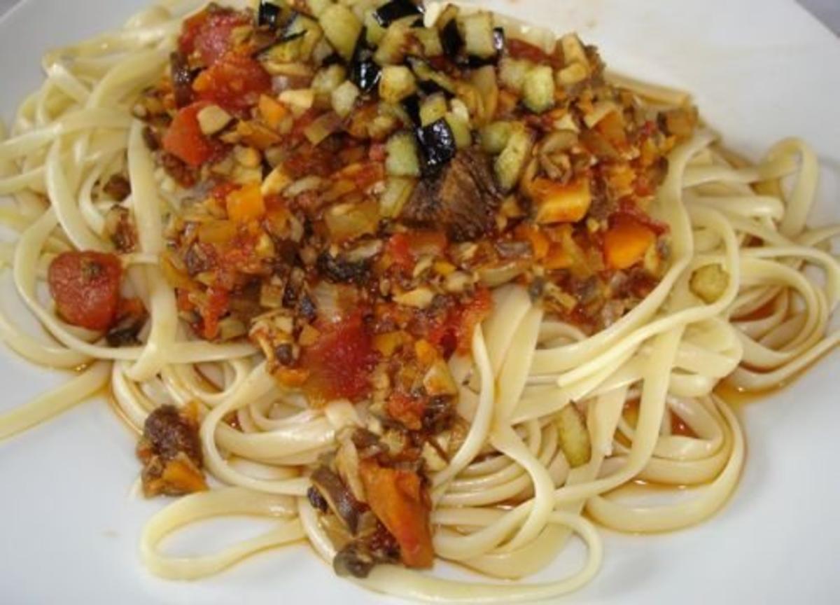 spaghetti mit pilz bolognese rezept mit bild. Black Bedroom Furniture Sets. Home Design Ideas