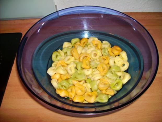 tortellini salat leicht tortellini salat rezept mit bild tortellinisalat mit ricotta und gr. Black Bedroom Furniture Sets. Home Design Ideas