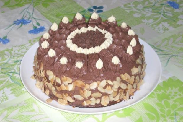 Kuchen mit kirschen und buttercreme