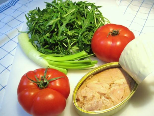 tomaten rucola salat mit thunfisch rezept. Black Bedroom Furniture Sets. Home Design Ideas