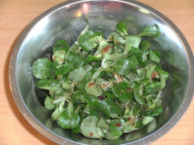 salat feldsalat mit preiselbeer chilisauce rezept. Black Bedroom Furniture Sets. Home Design Ideas