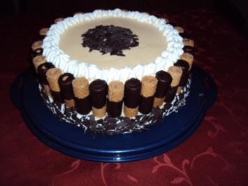 Kuchen mit schoko waffelrollchen