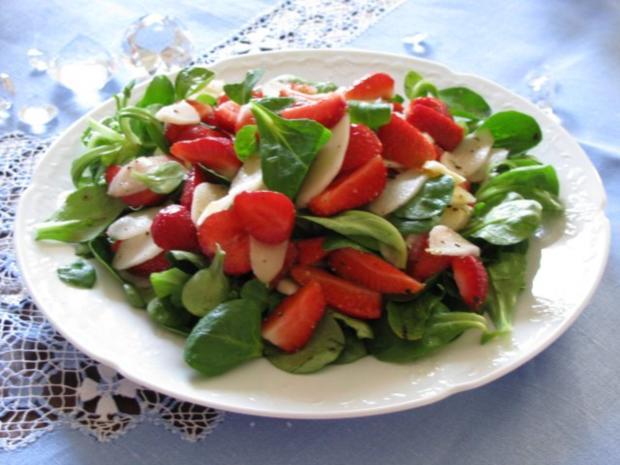 salat roher spargel erdbeer salat mit orangendressing. Black Bedroom Furniture Sets. Home Design Ideas