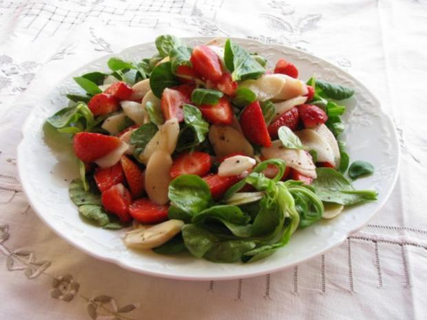 salat roher spargel erdbeer salat mit orangendressing rezept. Black Bedroom Furniture Sets. Home Design Ideas