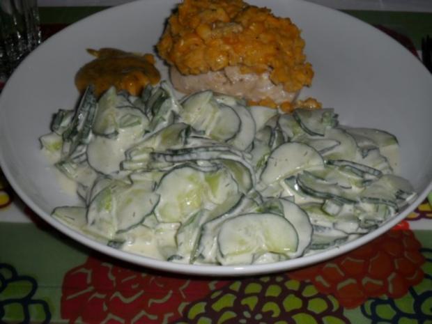 gurkensalat mit salatgurken und saure sahne 10 fett rezept mit bild. Black Bedroom Furniture Sets. Home Design Ideas