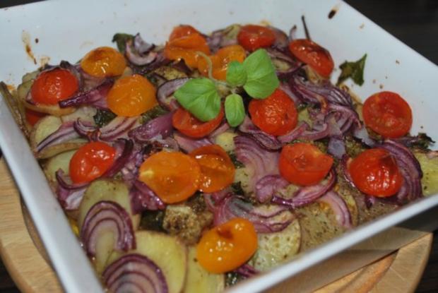 patate arraganate im ofen ger stete kartoffeln mit zwiebeln und tomaten rezept. Black Bedroom Furniture Sets. Home Design Ideas