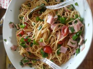 Yum yum salat maggi