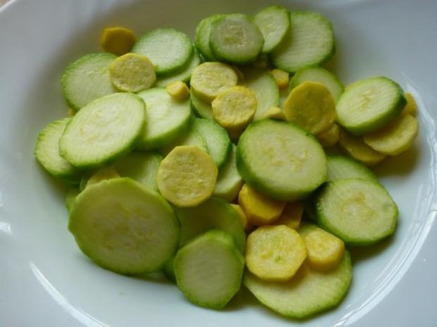 zucchinisalat gelb gr n zu nt paprika rollbraten rezept. Black Bedroom Furniture Sets. Home Design Ideas