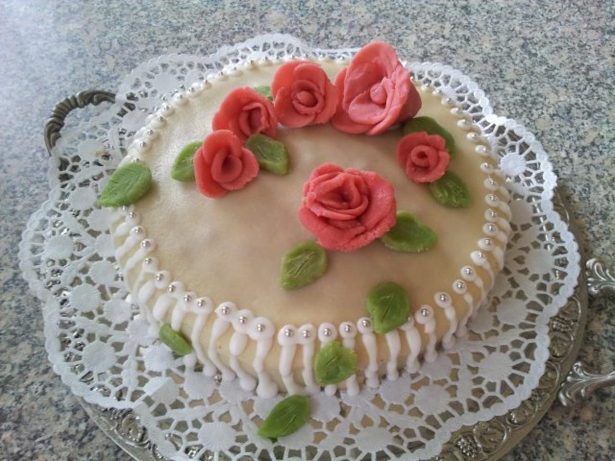 Marzipan rosen torte rezept mit bild - Torten dekorieren mit marzipan ...