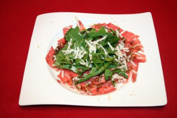 carpaccio mit rucola und k rbiskern l rezept. Black Bedroom Furniture Sets. Home Design Ideas