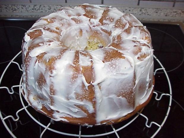 Kuchen mit buttermilch und fruchten