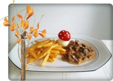 champignonrahmsauce mit pommes frites und einem pilzei dazu rezept. Black Bedroom Furniture Sets. Home Design Ideas