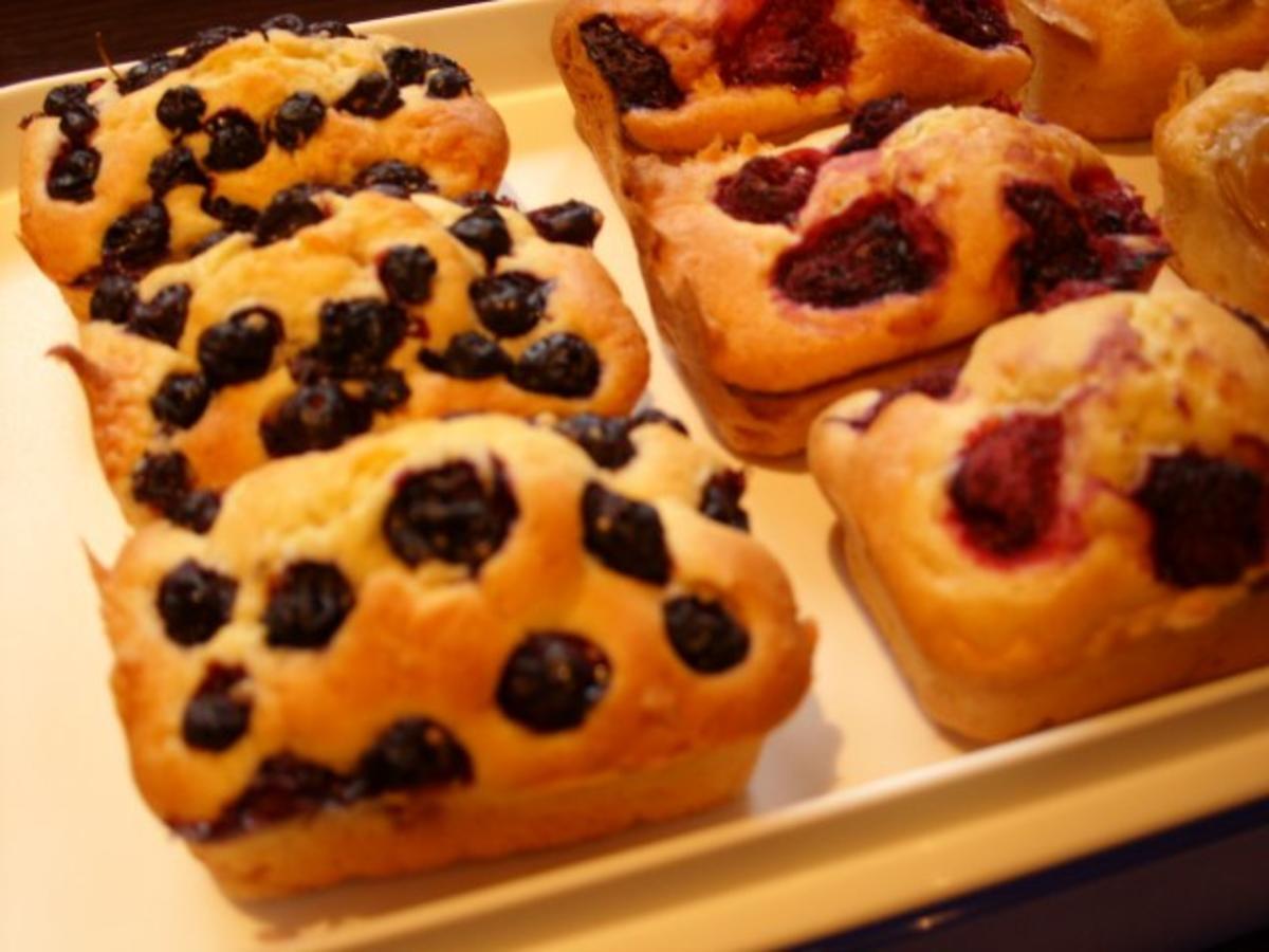 Kleine Formen: Buttermilch - Frucht - Kuchen - Rezept ...