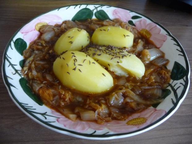 fleischlos geschmorten chinakohl mit k mmelkartoffeln