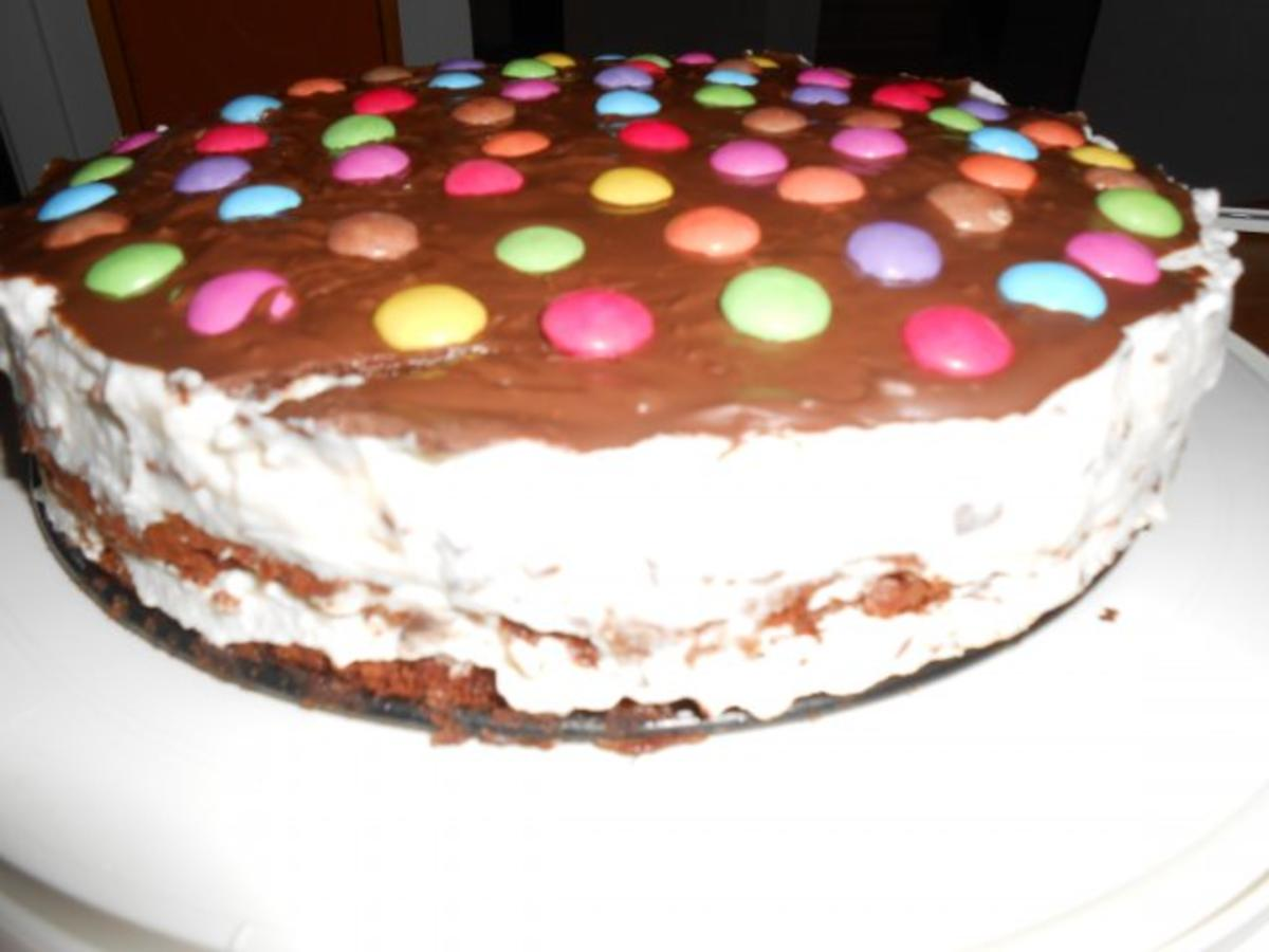 stracciatella torte mit smarties rezept. Black Bedroom Furniture Sets. Home Design Ideas