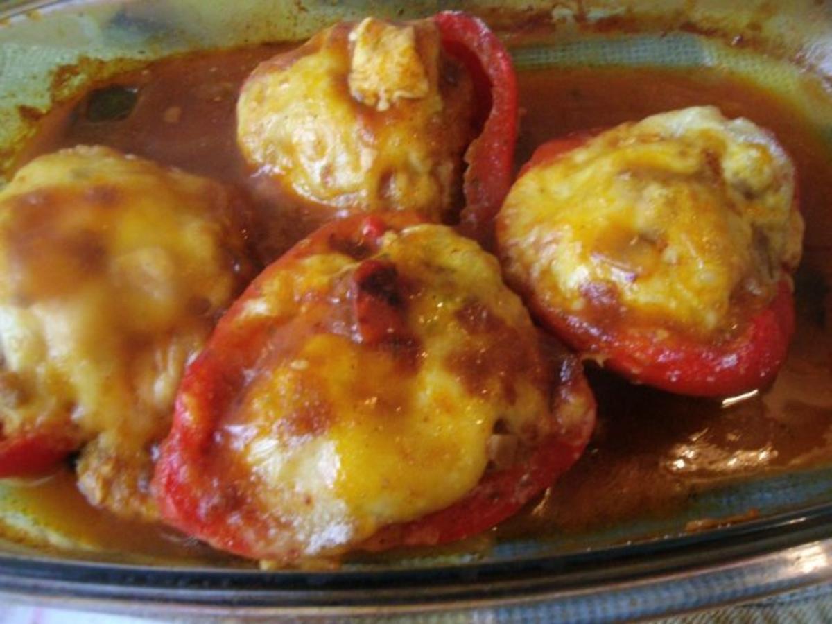 gefüllte Paprikaschoten im Backofen gegart und mit Käse  ~ Backofen Paprika