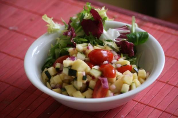 zucchini apfel salat rezept mit bild. Black Bedroom Furniture Sets. Home Design Ideas