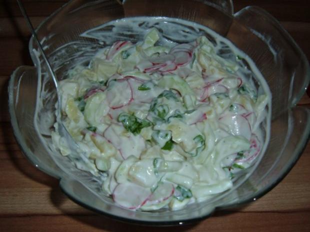 salate kartoffelsalat mit gurke und radieschen rezept. Black Bedroom Furniture Sets. Home Design Ideas
