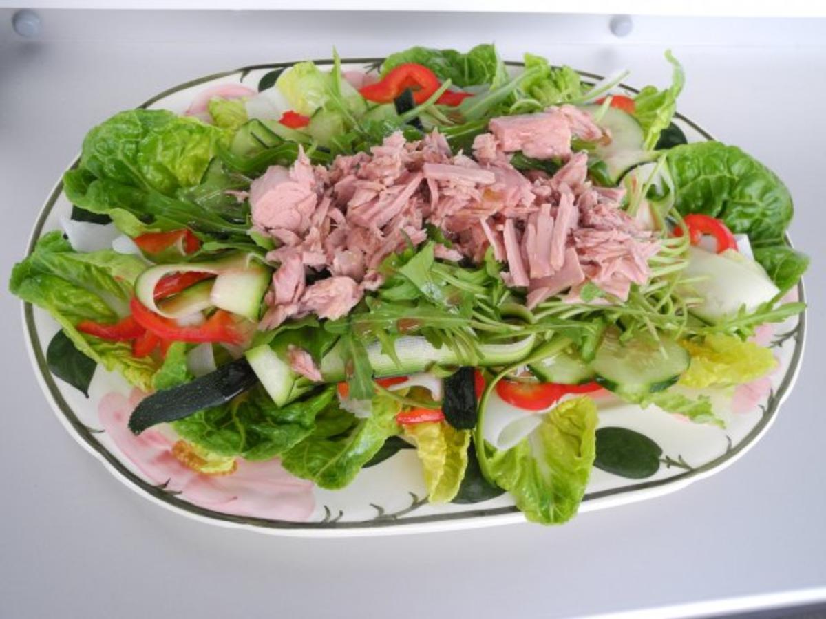 salat bunt gemischten salat rezept. Black Bedroom Furniture Sets. Home Design Ideas