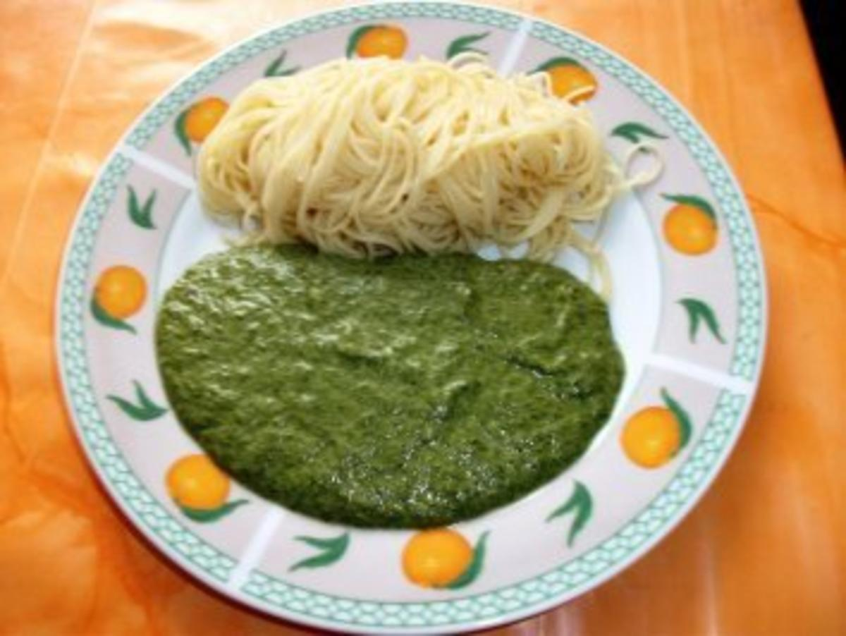 vegetarisch spaghetti mit spinat gorgonzolasosse rezept. Black Bedroom Furniture Sets. Home Design Ideas