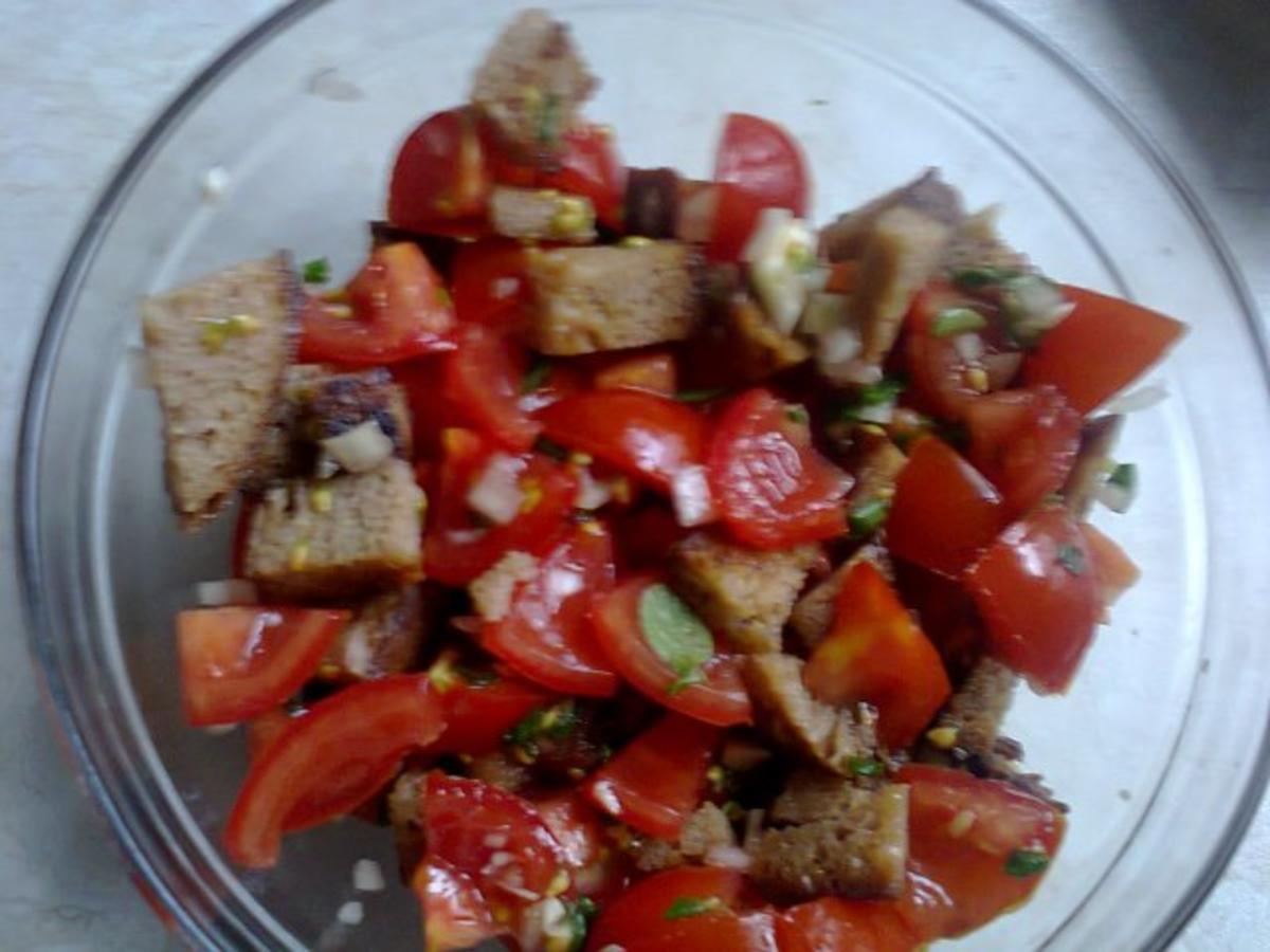 tomaten brot salat geht schnell und ist ein hit rezept. Black Bedroom Furniture Sets. Home Design Ideas