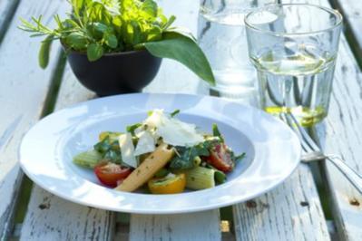 nudelsalat mit pinienkerne und tomaten rezepte. Black Bedroom Furniture Sets. Home Design Ideas